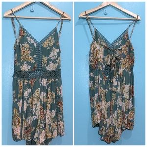 ANGIE FLORAL ROMPER SZ SMALL